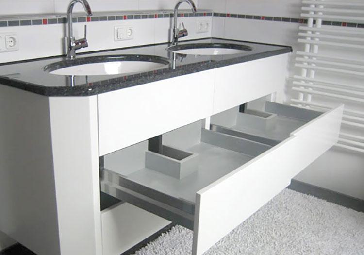 Waschtisch mit Granitablage