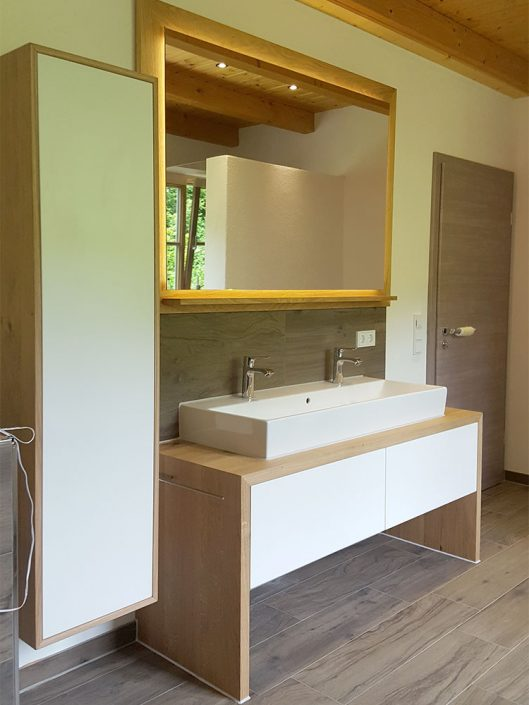 Moderne Badeinrichtung