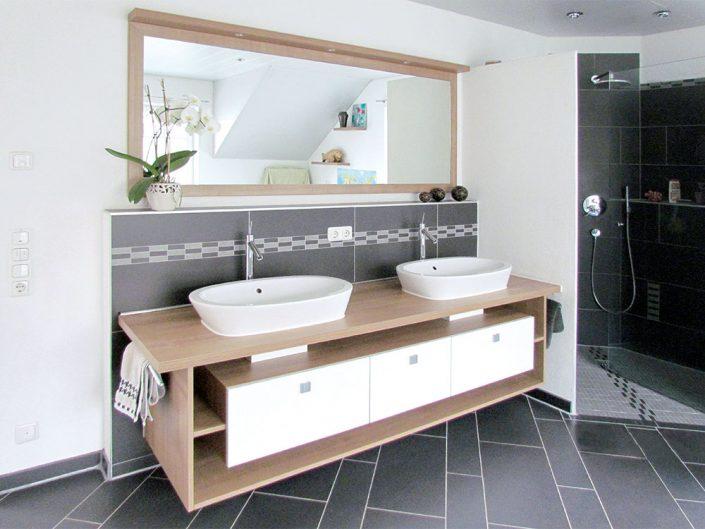 Badezimmermöbel Doppelwaschtisch mit Glasdusche