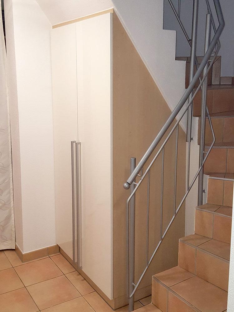Einbauschrank unter Treppenaufgang