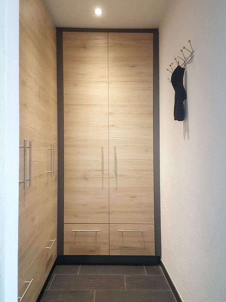 Garderobe passgenau eingebaut