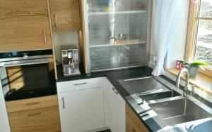 Küche mit Rollschrank