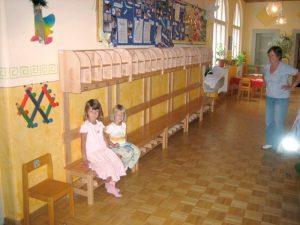 Gardeobenbau Kindergarten