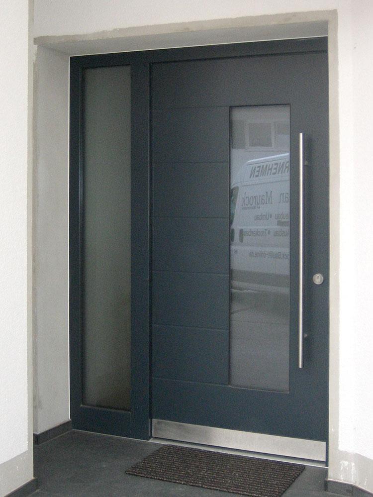 Haustür mit Seitenteil anthrazit