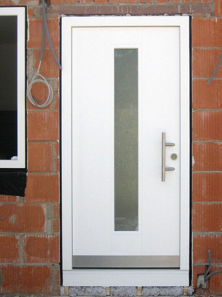 Holzhaustür weiß mit Lichtauschnitt