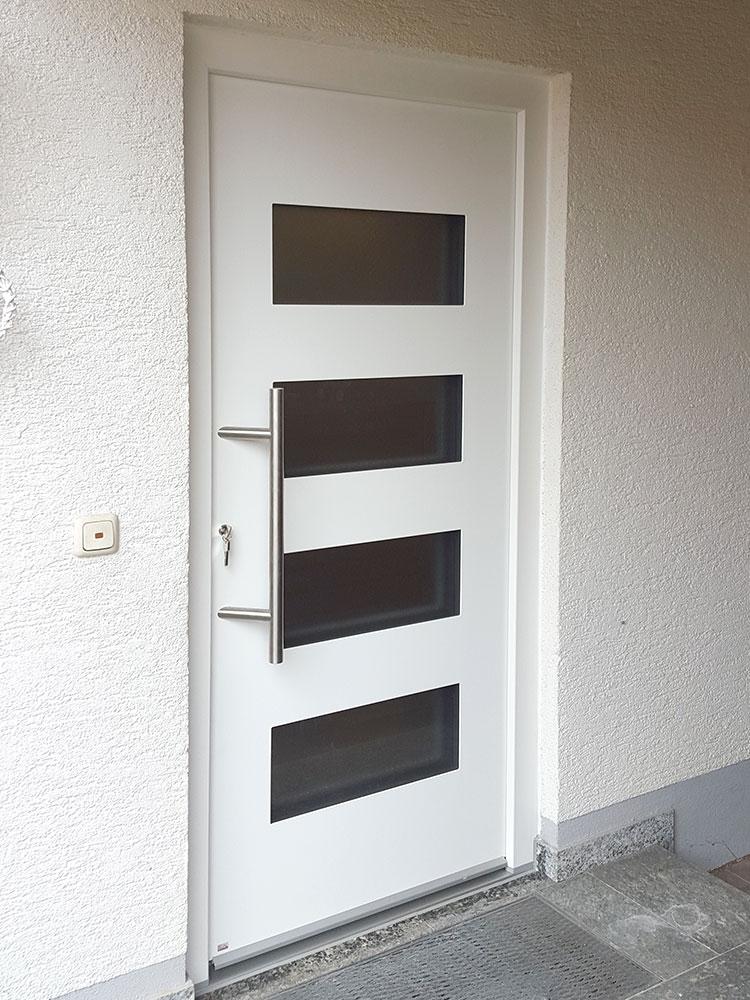 Kunststoffhaustür weiß mit Lichtauschnitten