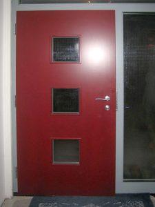 Holzhaustür rot mit Seitenverglasung und Oberlicht