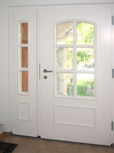 Holzhaustür mit Seitenteil