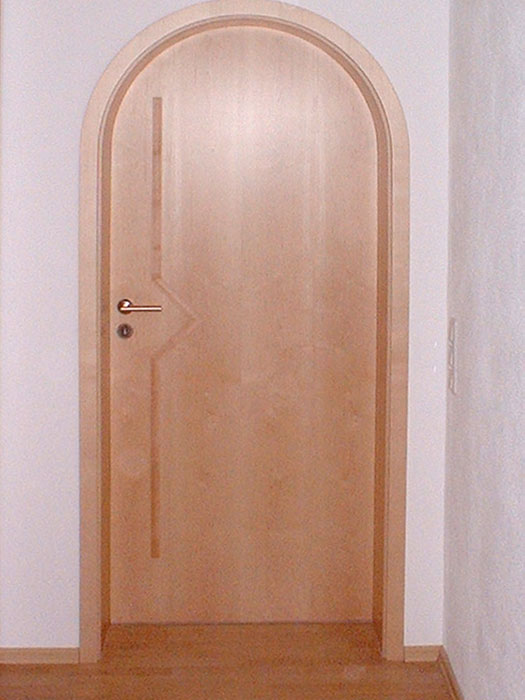 runde Holztür mit Intarsie rund