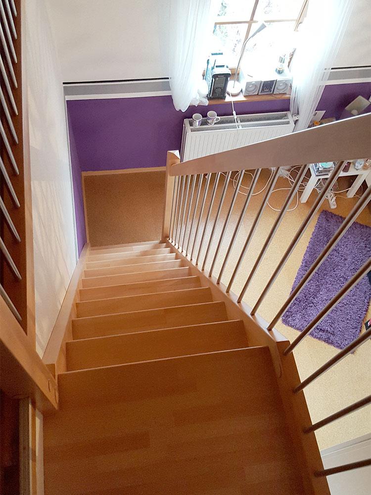 steiler Treppenaufgang ins Dachgeschoss