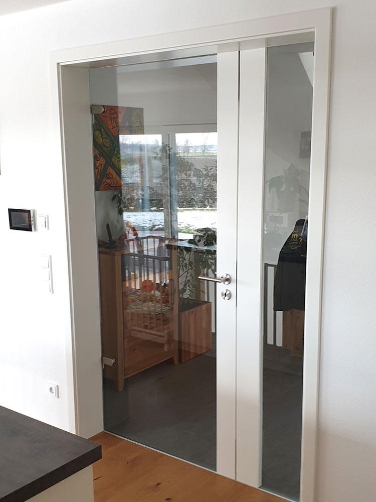 Glastür mit Seitenscheibe