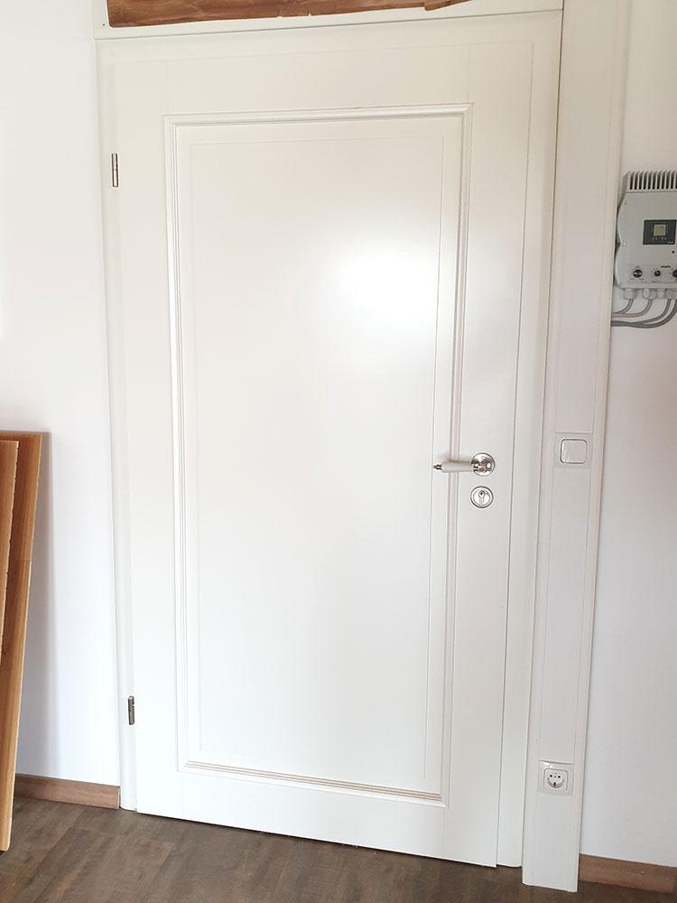 weiße Holztür