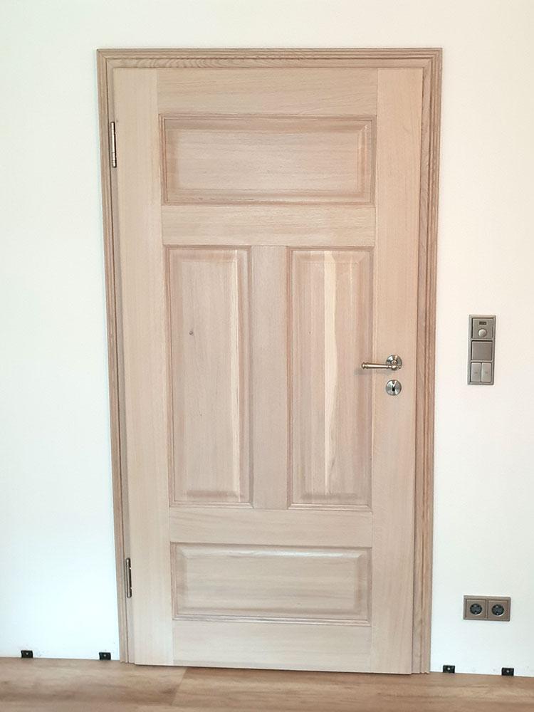 Holztür mit Kassetten