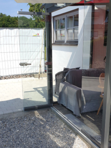 Terrassen-Glastür
